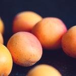 owoc na b brzoskwinia